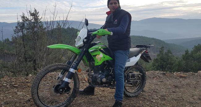 MOTOSİKLETİYLE YETİŞİP KURTARDI